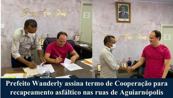 Prefeito Wanderly assina termo de Cooperação para recapeamento asfáltico nas ruas de Aguiarnópolis